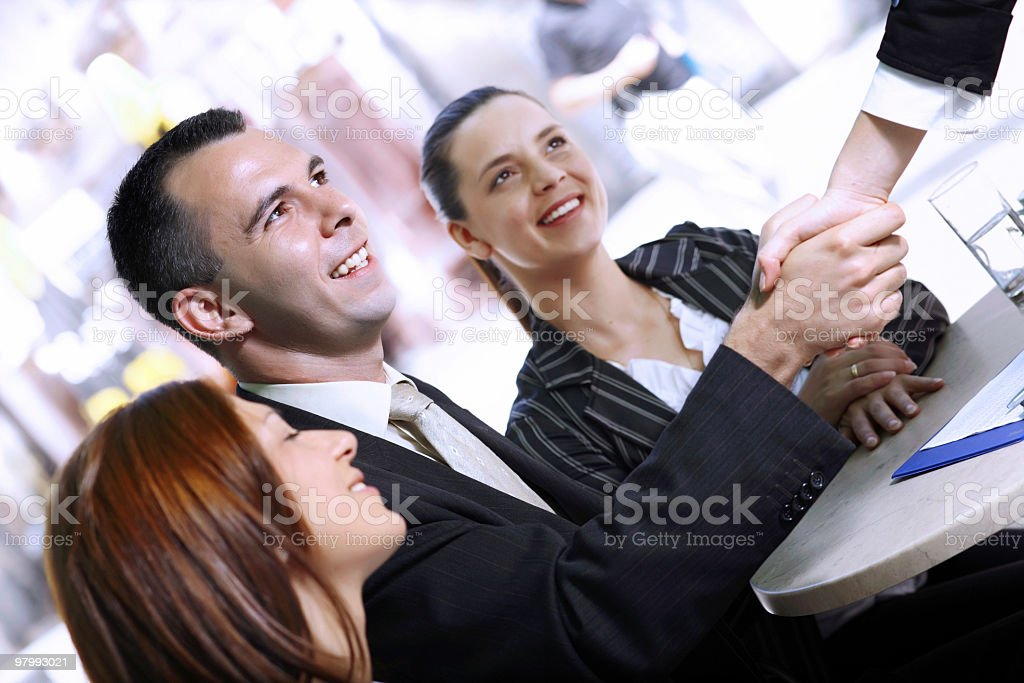 Two businesspeople shaking hands. royalty free stockfoto