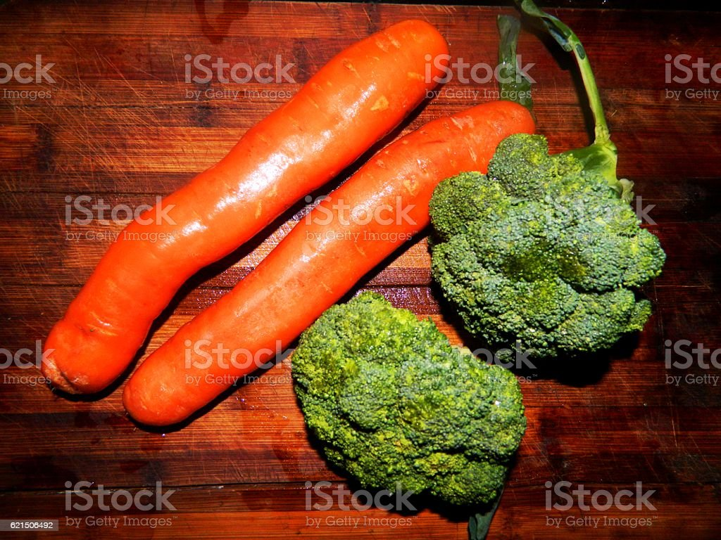 two carrots and two broccoli Lizenzfreies stock-foto