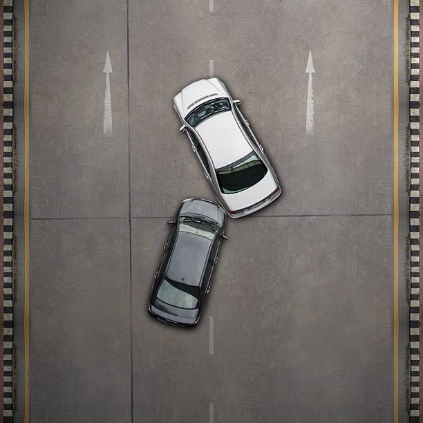 En un accidente con dos coches - foto de stock