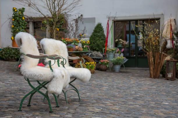 zwei stühle mit lammfell - lammfell stock-fotos und bilder