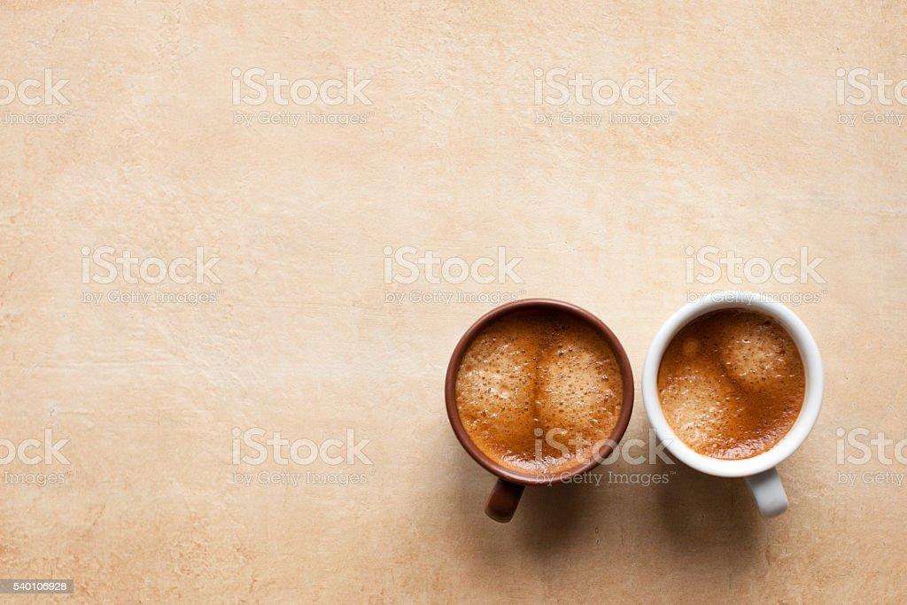 Dos tazas de café en Café café expresso en la tabla. Espacio en blanco - foto de stock