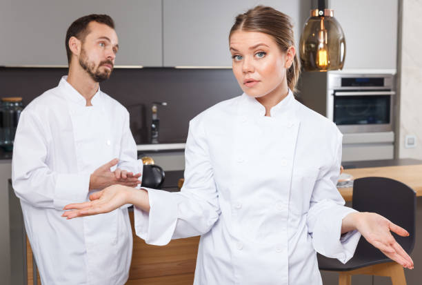 two cooks having disagreements - chef triste foto e immagini stock