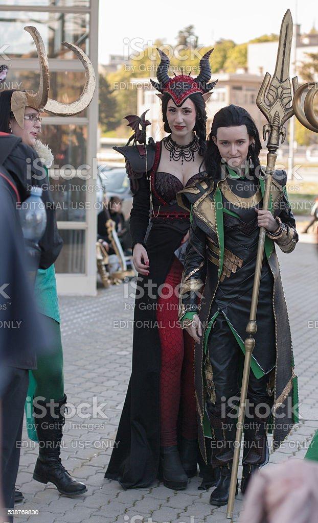 Vestido Dragón Rubí De Loki Cosplayers Y Foto Caracteres Dos Como tosBrhQdCx