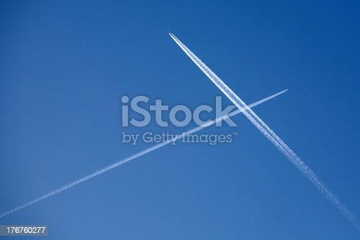 istock Two crossing plane traces 176760277