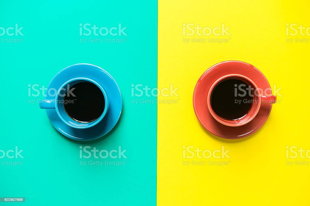 Two cups of coffee with colorful background – Foto