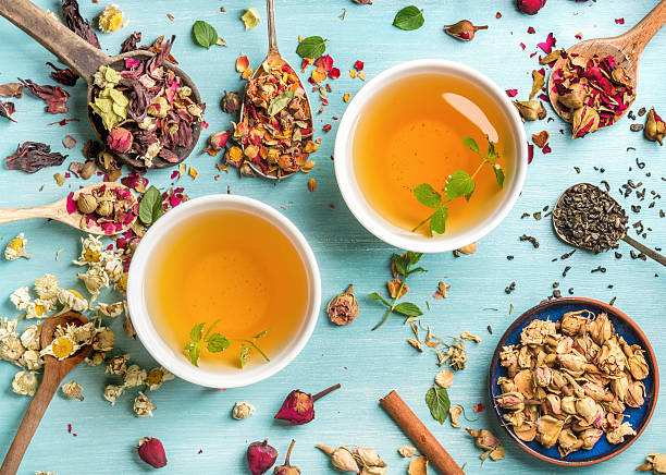 two cups of healthy herbal tea with mint, cinnamon, dried - rosen tee stock-fotos und bilder