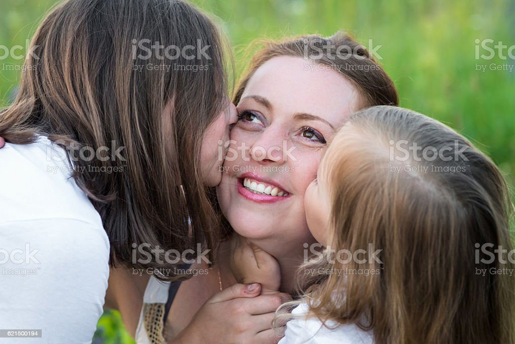 two daughters, Kiss mom foto stock royalty-free