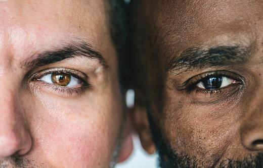 두 명의 서로 다른 민족 남자의 눈을 근접 촬영 2명에 대한 스톡 사진 및 기타 이미지