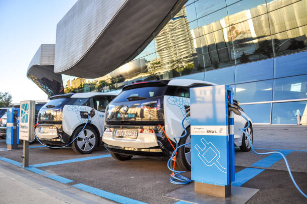 Two 'DriveNow' BMW i3 electric cars being charged at a charging station at 'BMW Welt' near BMW headquarters. 'DriveNow' is a car sharing company owned by BMW. - foto stock