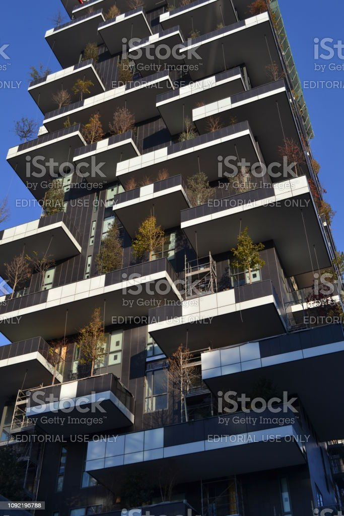 Two ecological very expensive residential towers called 'Bosco Verticale' with trees and bushes on large balconies. - foto stock