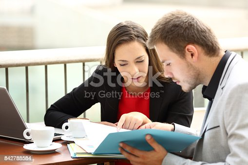 1085713886 istock photo Two executives coworking in a coffee shop 842788584