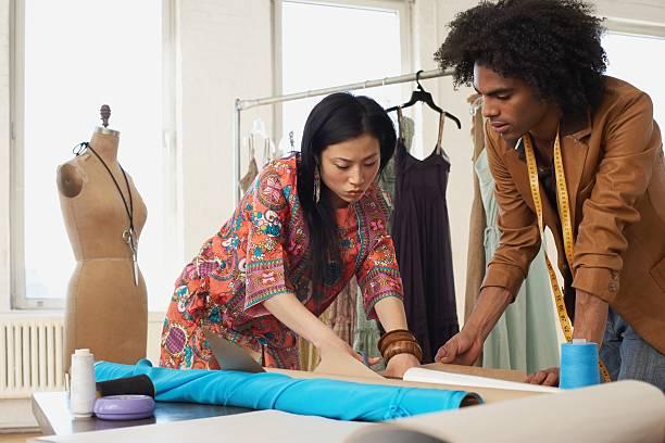 Zwei Mode-Designer arbeiten – Foto