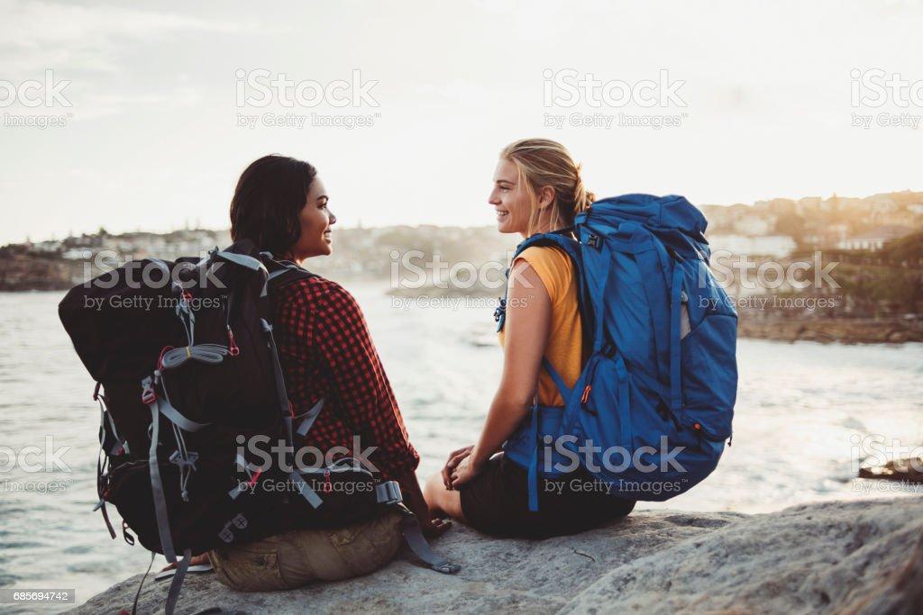 兩個女背包客 免版稅 stock photo