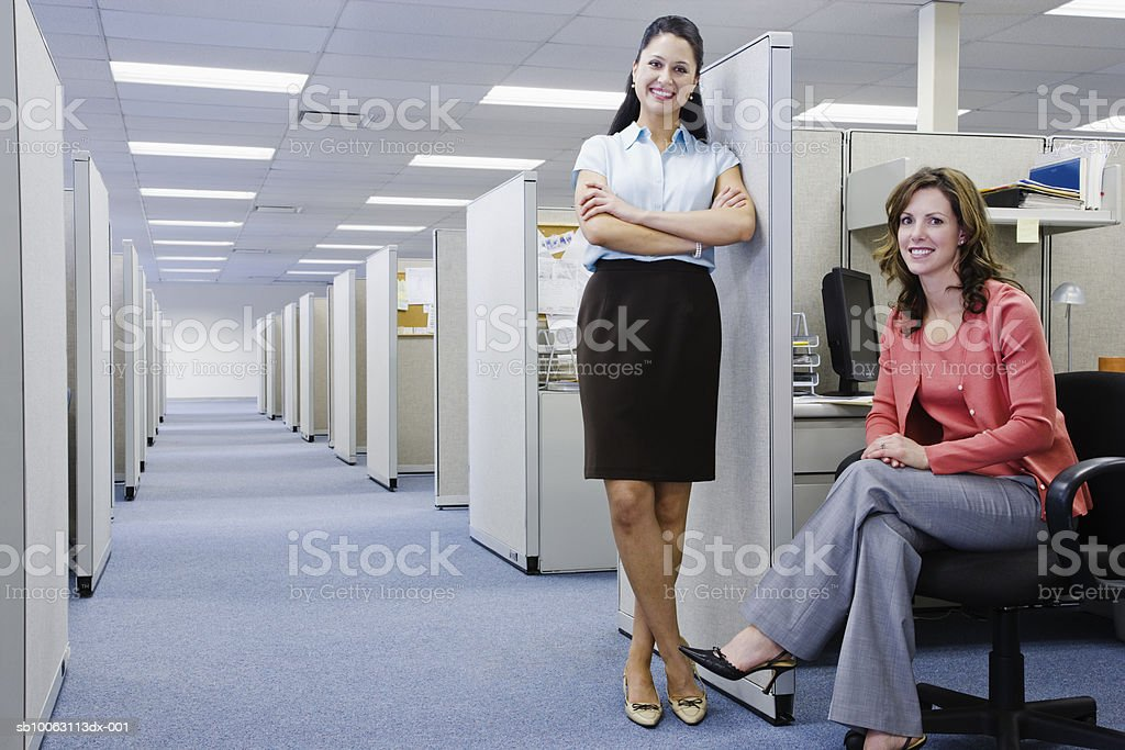 Two female office workers in office, smiling, portrait 免版稅 stock photo