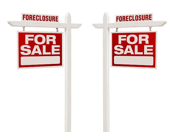 embargo hipotecario dos para venta inmobiliaria las señales con trazado de recorte - embargo hipotecario fotografías e imágenes de stock