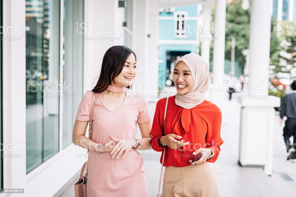 Two friends in Asia walking down the street - Royalty-free 20-29 Years Stock Photo