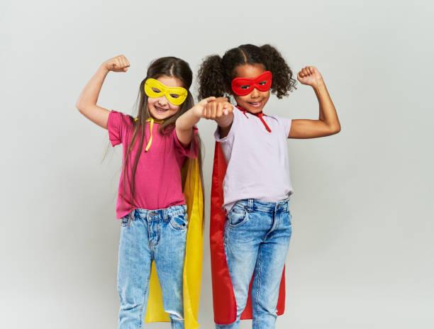 två tjejer i superhjälte dräkt - superwoman barn bildbanksfoton och bilder