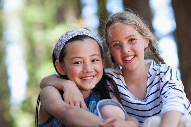 two girls, portrait - 6 7 jaar stockfoto's en -beelden