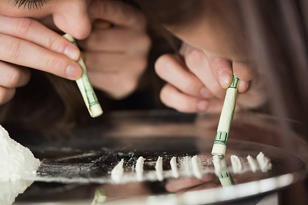 two girls snorting an illegal substance - ketamine stockfoto's en -beelden