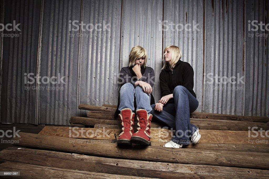 Two Girls Talking royaltyfri bildbanksbilder