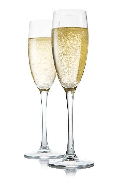 Zwei Gläser Champagner.   Isoliert auf weißem backgroun – Foto