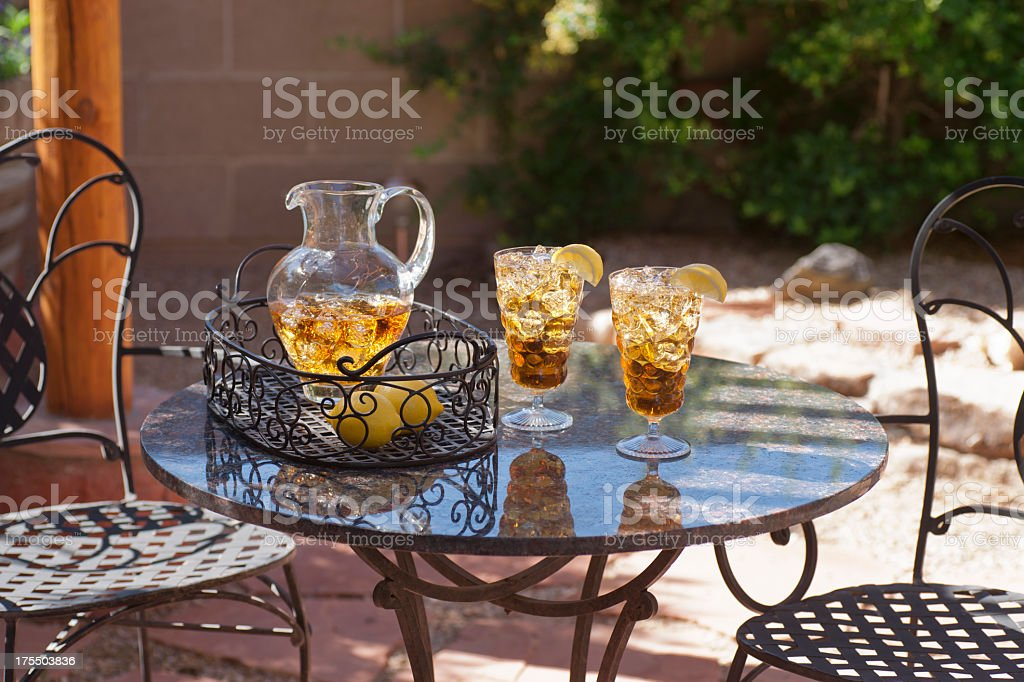 Iced Tea auf der Terrasse Lizenzfreies stock-foto