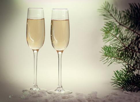 Foto de Duas Taças Com Champanhe No Fundo De Natal e mais fotos de stock de Abstrato