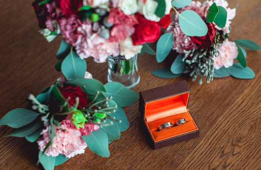 istock two golden wedding rings in a orange box 655319496