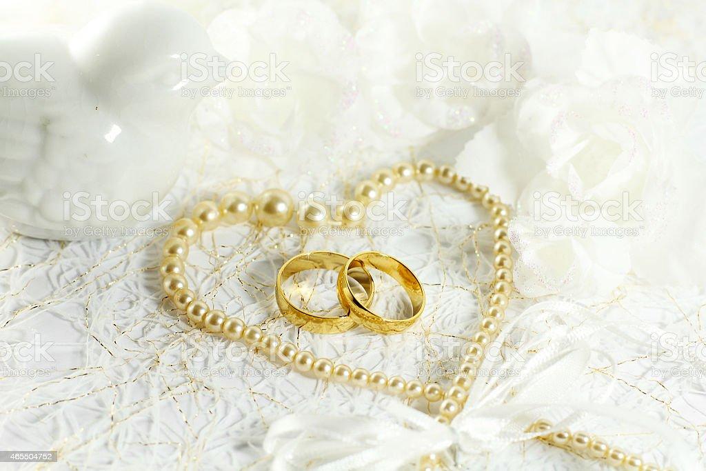 Zwei Goldene Hochzeit Ringe Mit Nahtlose Blumen Und