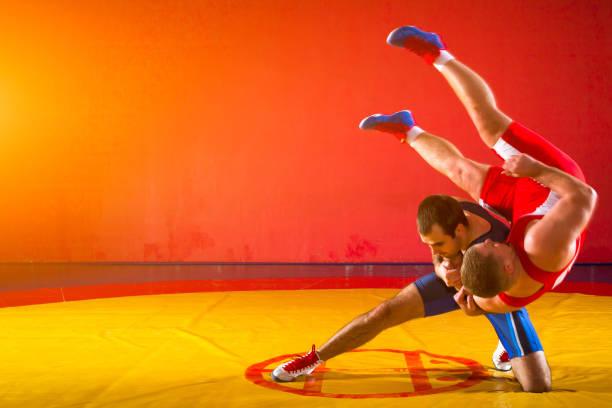 İki Greko-Romen Güreş stok fotoğrafı