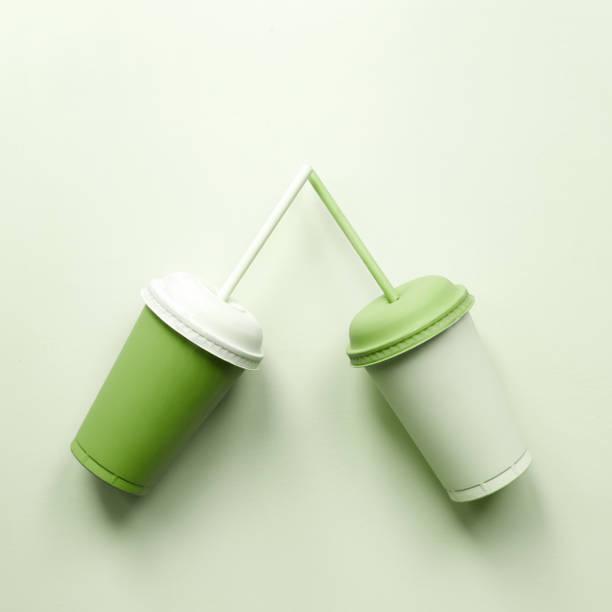 Deux tasses en plastique verts - Photo