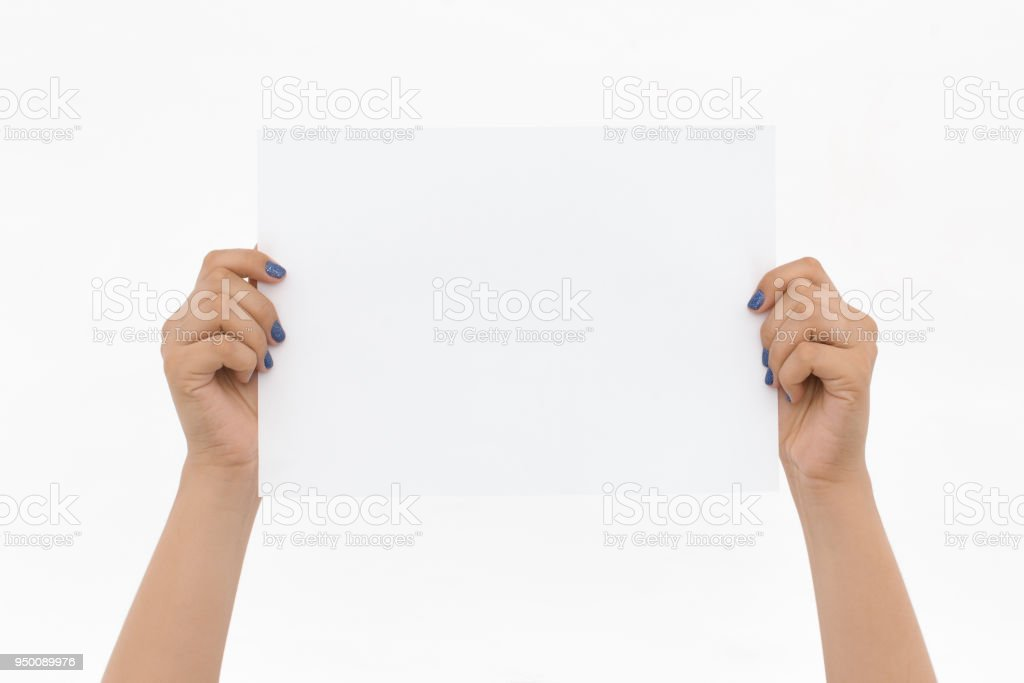 Two hands are holding up a white piece of paper on an isolated background. Add your  'nTwo hands are holding up a white piece of paper on an isolated background. Add your message in the blank space. - foto stock