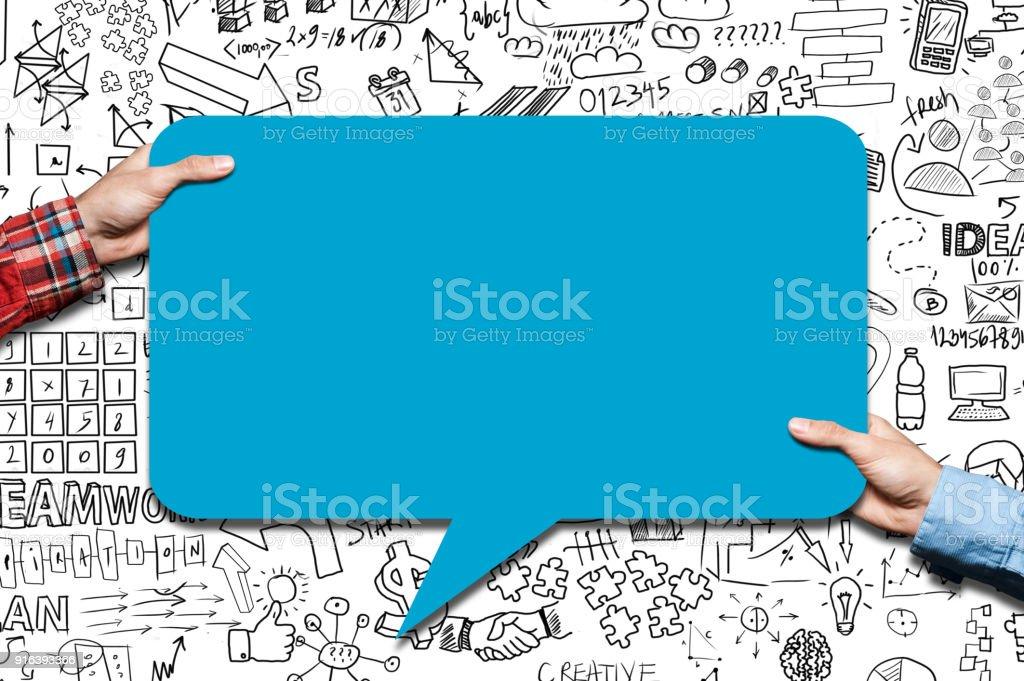 Duas mãos segurando um discurso bobble / conceito de Whiteboard (clique para saber mais) - foto de acervo