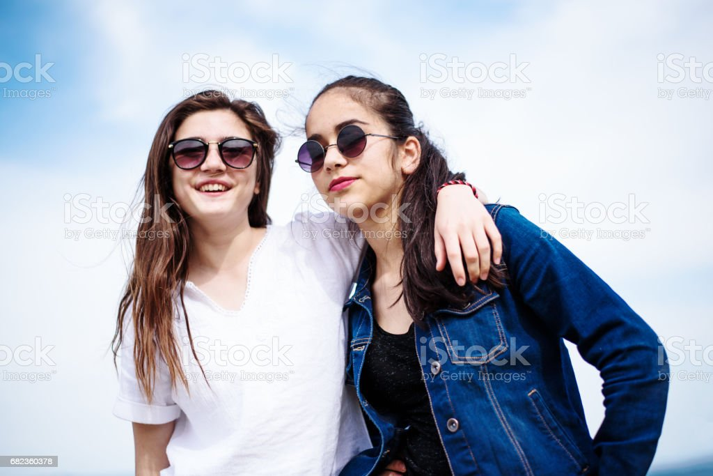 Two happy girl friends foto stock royalty-free