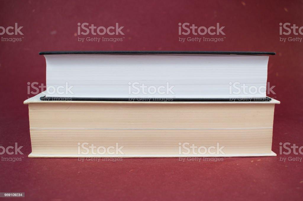 Photo Libre De Droit De Deux Livres A Couverture Rigide Les