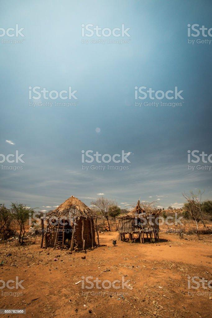 Two homestead buildings in Rural Kenya, East Africa foto