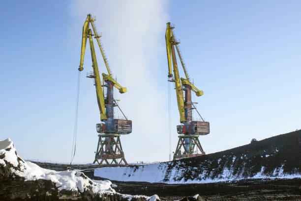 Zwei riesige Kräne, Hafen – Foto