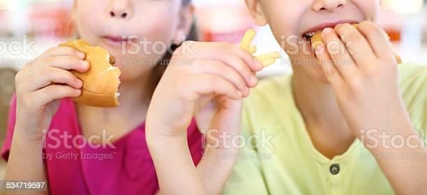 Two kids eating picture id534719597?b=1&k=6&m=534719597&s=612x612&h=ykxgi 93slehwgozybyj7unqjszmkvcm5doieg25t6o=