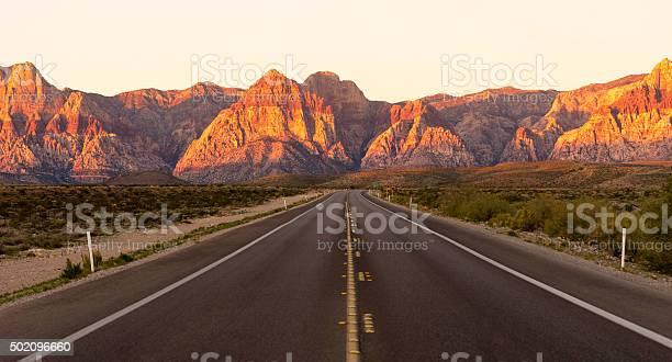 Two Lane Highway Red Rock Canyon Las Vegas Usa Stockfoto en meer beelden van 2015