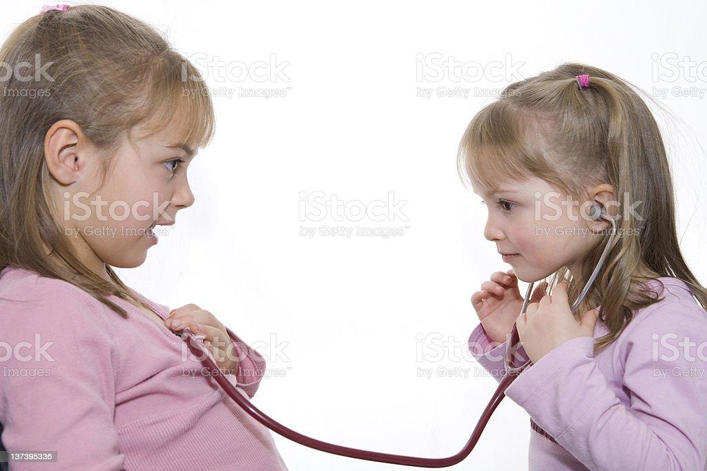 Zwei Kleine Mädchen Spielen Arzt Stockfoto Und Mehr Bilder Von Arzt