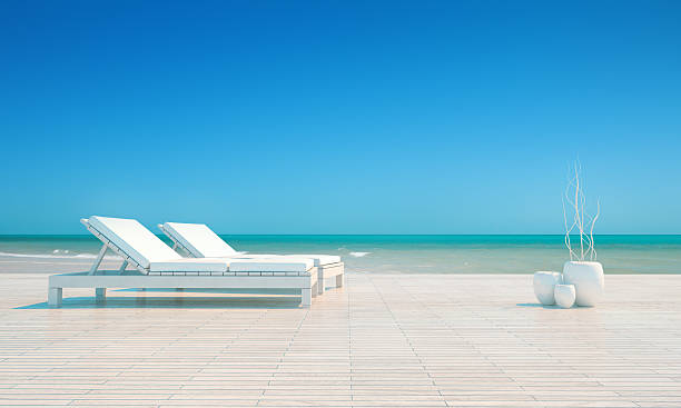 zwei lounge stühle, luxus-urlaubsort, tropischen strand, helles tageslicht - sessel türkis stock-fotos und bilder