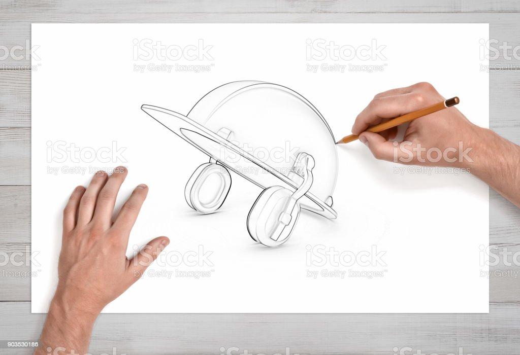 Zwei Mannliche Hande Zeichnen Eine Bleistiftskizze Eines