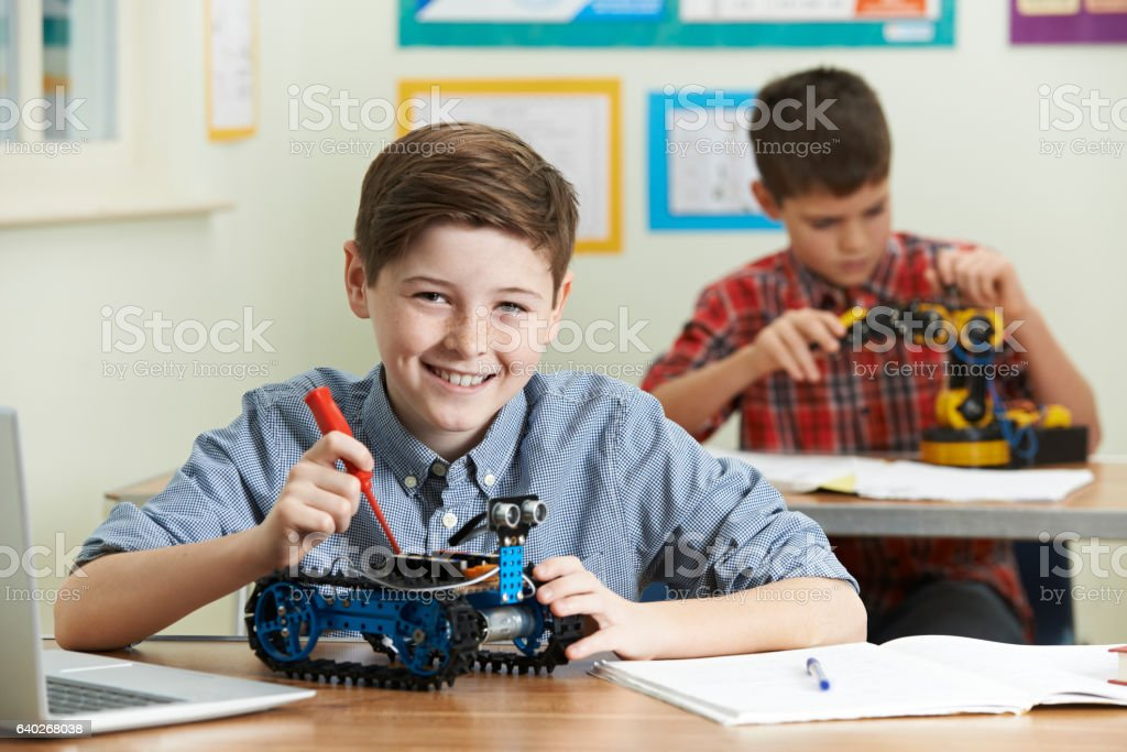 Two Male Pupils In Science Lesson Studying Robotics​​​ foto