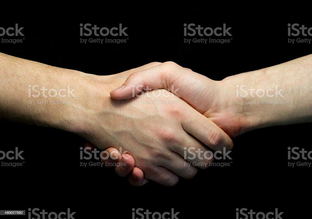 Zwei Mann Händeschütteln isoliert auf dunklem Hintergrund – Foto