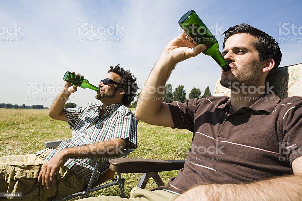 Two men drinking beer 免版稅 stock photo