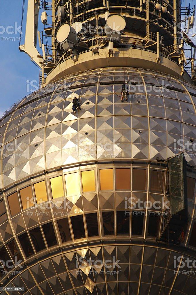 Zwei Männer auf einem radio tower – Foto