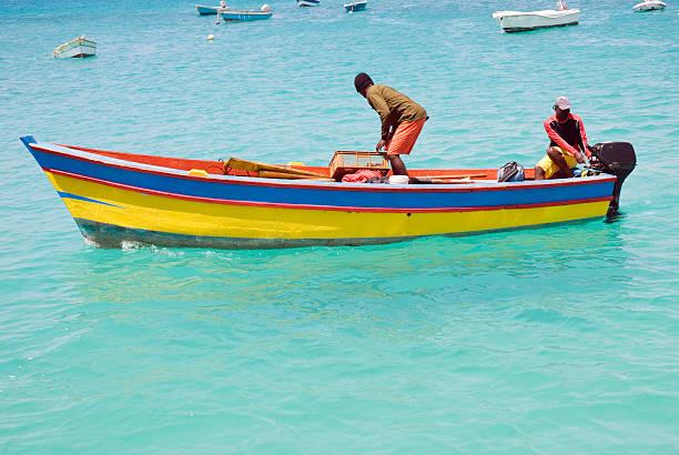 zwei männer auf fischerboot - kapverdische inseln stock-fotos und bilder