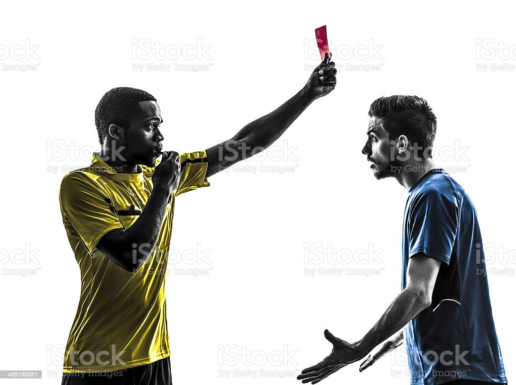 Deux hommes football joueur et arbitre montrant rouge carte silhouette - Photo