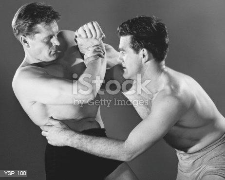 Foto de Dois Homens Luta e mais banco de imagens de 1950-1959