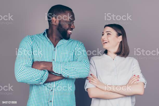 Schwarz Zwei Mädchen ein Kerl